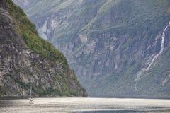 Paesaggio norvegese del fiordo Viaggio dell'yacht Visita Norvegia turismo Fotografia Stock Libera da Diritti