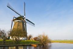 Paesaggio olandese con il mulino a vento immagine stock libera da diritti