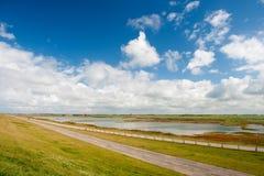 Paesaggio olandese dietro la diga immagini stock libere da diritti
