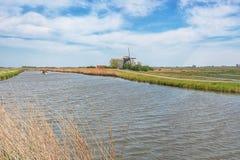 Paesaggio olandese tipico del ploder con il mulino Immagini Stock Libere da Diritti