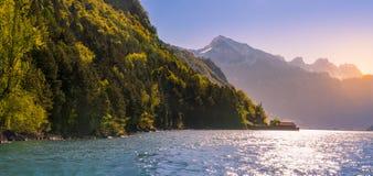 Paesaggio pacifico con le alpi ed il lago svizzeri Walensee Immagine Stock Libera da Diritti