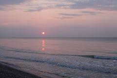 Paesaggio pacifico della spiaggia di alba Fotografia Stock Libera da Diritti
