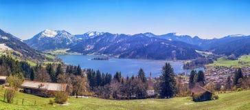 Paesaggio panoramico con il lago della montagna Fotografie Stock Libere da Diritti