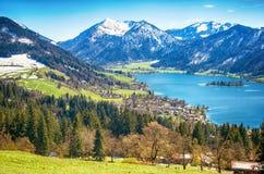 Paesaggio panoramico con il lago della montagna Fotografia Stock Libera da Diritti