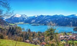 Paesaggio panoramico con il lago della montagna Fotografie Stock
