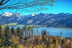 Paesaggio panoramico con il lago della montagna Fotografia Stock