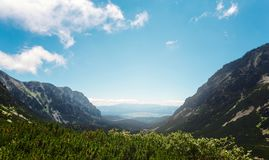Paesaggio panoramico dell'alta di tatras delle montagne montagna della Slovacchia Fotografia Stock