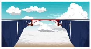 Paesaggio panoramico della montagna con cielo blu, le nuvole bianche ed il ponte rosso Fotografie Stock Libere da Diritti