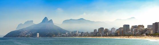 Paesaggio panoramico delle spiagge di Arpoador, di Ipanema e di Leblon fotografia stock