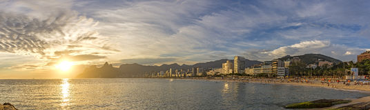 Paesaggio panoramico delle spiagge di Arpoador, di Ipanema e di Leblon in Rio de Janeiro fotografia stock