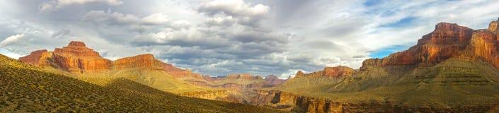 Paesaggio panoramico di Grand Canyon Arizona e cielo tempestoso drammatico Immagine Stock Libera da Diritti