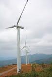 Paesaggio piacevole con i generatori eolici Fotografia Stock Libera da Diritti