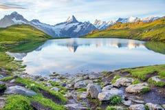 Paesaggio piacevole con il lago nelle alpi svizzere, Europa Wetterhorn, Fotografia Stock Libera da Diritti