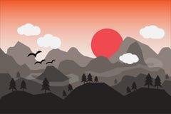 Paesaggio piano con le montagne sopra il sole Immagini Stock
