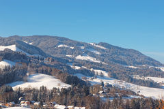 Paesaggio pittoresco della montagna vicino al castello di Gruyeres in interruttore Fotografia Stock Libera da Diritti