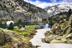 Paesaggio pittoresco della natura con il lago Fotografia Stock
