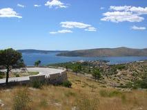 Paesaggio pittoresco della stazione turistica di Seget immagini stock