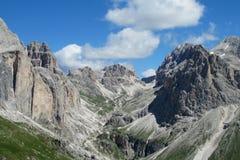 Paesaggio roccioso della montagna delle alpi della dolomia Fotografia Stock