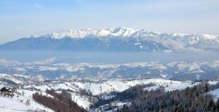 Paesaggio Romania di inverno di Bucegi Immagini Stock