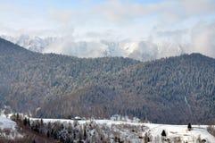 Paesaggio Romania di inverno di Piatra Craiului Immagini Stock