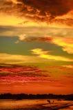 Paesaggio romantico della spiaggia di Weligama con il tramonto stupefacente Fotografia Stock Libera da Diritti