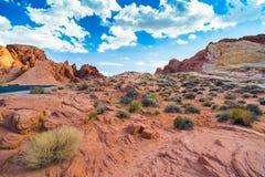 Paesaggio rosso della roccia in valle del parco di stato del fuoco, Nevada fotografia stock