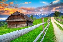 Paesaggio rurale alpino fantastico vicino a Brasov, la Transilvania, Romania, Europa Immagine Stock Libera da Diritti