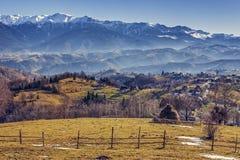 Paesaggio rurale alpino rumeno Fotografia Stock