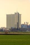 Paesaggio rurale con il silo agricolo immagine stock libera da diritti
