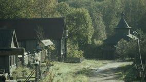 Paesaggio rurale con le case di ceppo