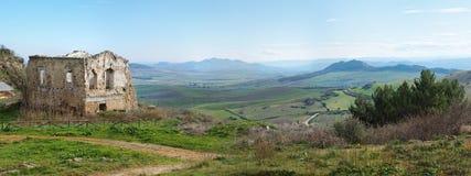 Paesaggio rurale con rovina della fattoria Fotografie Stock Libere da Diritti