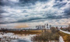 Paesaggio rurale con una chiesa Fotografia Stock Libera da Diritti