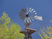 Paesaggio rurale del mulino di vento immagine stock libera da diritti