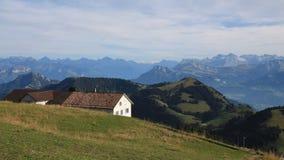 Paesaggio rurale della montagna in Svizzera centrale Immagini Stock