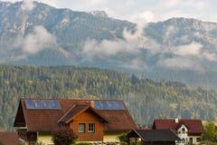 Paesaggio rurale delle alpi austriache nelle nuvole Haus, Stiria Fotografie Stock Libere da Diritti