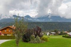 Paesaggio rurale delle alpi austriache nelle nuvole Haus, Stiria Fotografia Stock Libera da Diritti