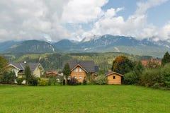 Paesaggio rurale delle alpi austriache nelle nuvole Haus, Stiria Immagini Stock Libere da Diritti