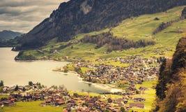Paesaggio rurale dello svizzero Lungern ha tonificato la foto Immagini Stock