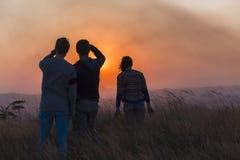 Paesaggio rurale di tramonto della gente Immagine Stock