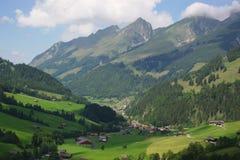 Paesaggio rurale svizzero alpino di estate Fotografia Stock