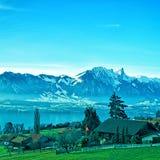 Paesaggio rurale svizzero vicino al lago Thun Immagini Stock