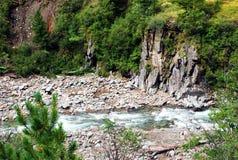 Paesaggio, Russia, il lago Baikal, trekking, viaggio, montagne, ricreazione, foresta, shumack, verde, lago, fiume immagini stock