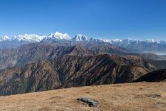 Paesaggio sbalorditivo della montagna con marrone scuro roccioso Fotografia Stock