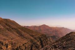 Paesaggio sbalorditivo delle montagne selvagge rosse Immagine Stock