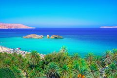 Paesaggio scenico delle palme, dell'acqua del turchese e della spiaggia tropicale, Vai, Creta fotografie stock