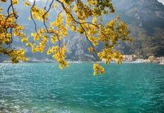Paesaggio scenico di bello lago in Italia Fotografia Stock