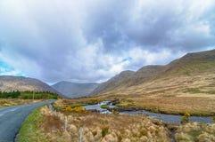 Paesaggio scenico di connemara della natura dall'ovest dell'Irlanda epic fotografie stock