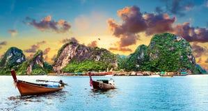 Paesaggio scenico di Phuket Vista sul mare e spiaggia paradisiacal immagini stock libere da diritti