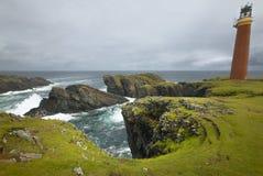 Paesaggio scozzese della linea costiera con il faro Estremità di Lewis Sco Immagini Stock Libere da Diritti
