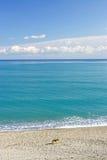 Paesaggio selvaggio del Mar Mediterraneo in Spagna fotografie stock libere da diritti